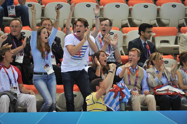 http://www.hola.com/imagenes/realeza/casa_noruega/2012072960032/haakon-mette-marit-londres/0-211-802/a-grandes-duques-hijos--a.jpg