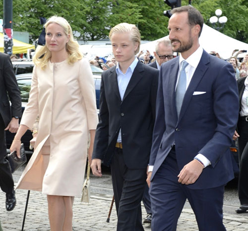 Haakon y Mette-Marit de Noruega salen en defensa de Marius, hijo de la princesa, tras su uso de una red social