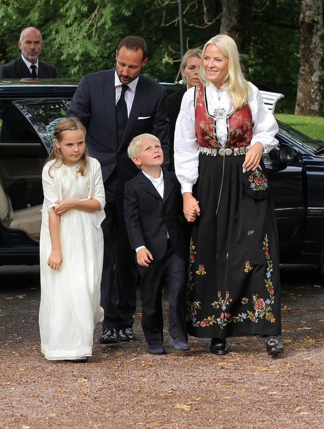 Mette Marit de Noruega Mette-marit-haakon-hijos--a