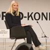 Mette-Marit de Noruega reaparece en una conferencia en zapatillas
