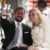 Haakon y Mette-Marit de Noruega 'recuperan su vals' en Vietnam