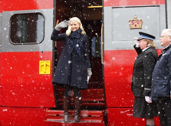 Llueva, nieve o granice... la agenda de Mette-Marit de Noruega debe continuar