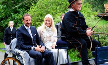 Un viaje al pasado con Haakon y Mette-Marit de Noruega