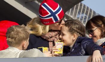 La Familia Real noruega, amor en toda su expresión en Holmenkollen