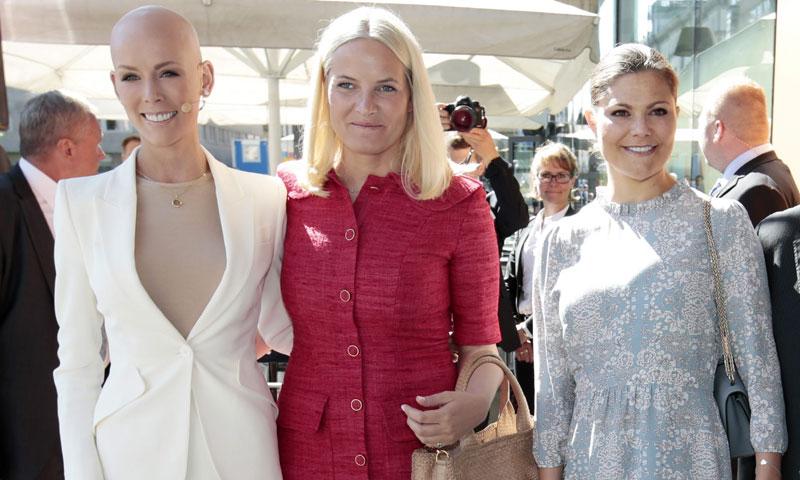 Mette-Marit de Noruega y Victoria de Suecia, 'real' apoyo a Gunhild Stordalen, la médico que quiere cambiar el mundo