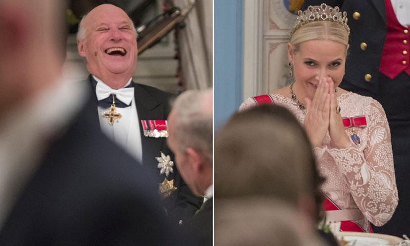 Ni Mette Marit pudo contener la risa... Las bromas del rey Harald sobre la noticia de su propia muerte
