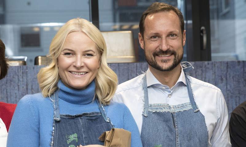 Ni te imaginas con quiénes pasarán el día de Nochebuena Haakon y Mette Marit de Noruega