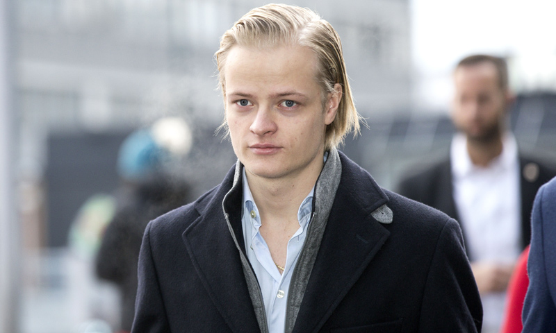 Marius Borg pierde su empleo en la revista londinense en la que trabajaba