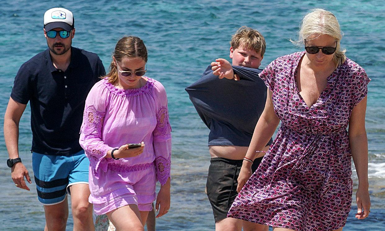 Haakon y Mette-Marit de Noruega disfrutan con sus hijos de las cristalinas aguas de Formentera