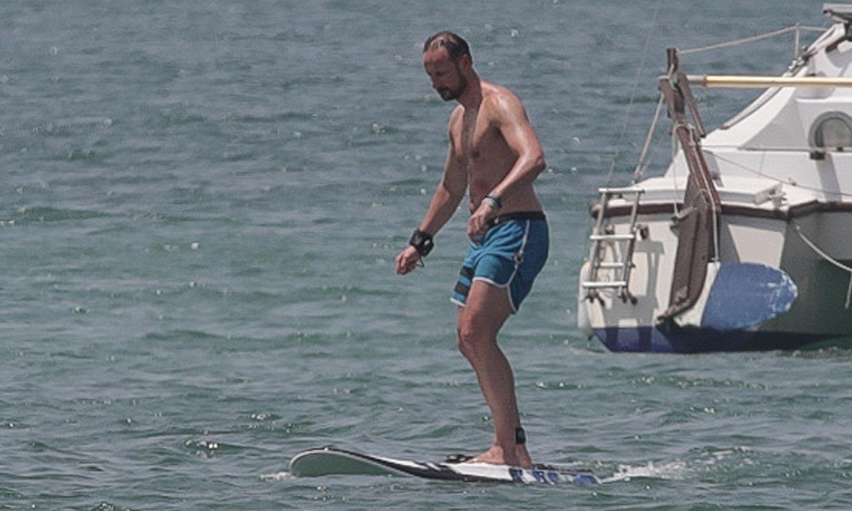 Haakon de Noruega y sus hijos, pasión por el surf en Formentera