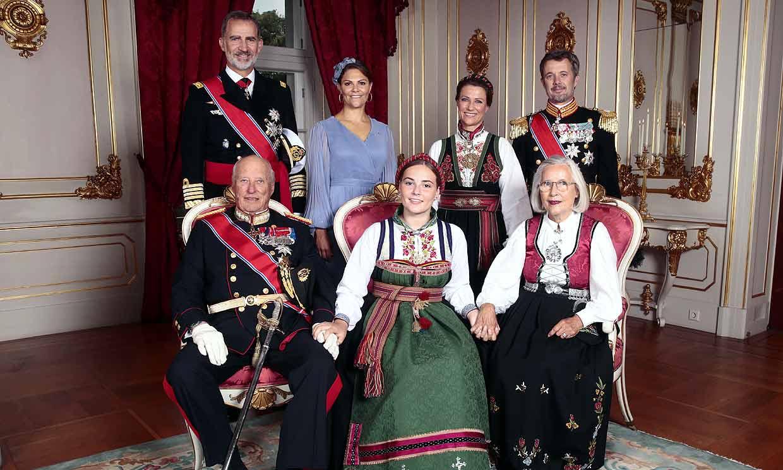El rey Felipe, un padrino orgulloso en la confirmación de su ahijada Ingrid Alexandra de Noruega