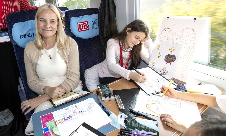 ¡Viajeros al tren! La aventura literaria de Haakon y Mette Marit llega, por primera vez, a Alemania