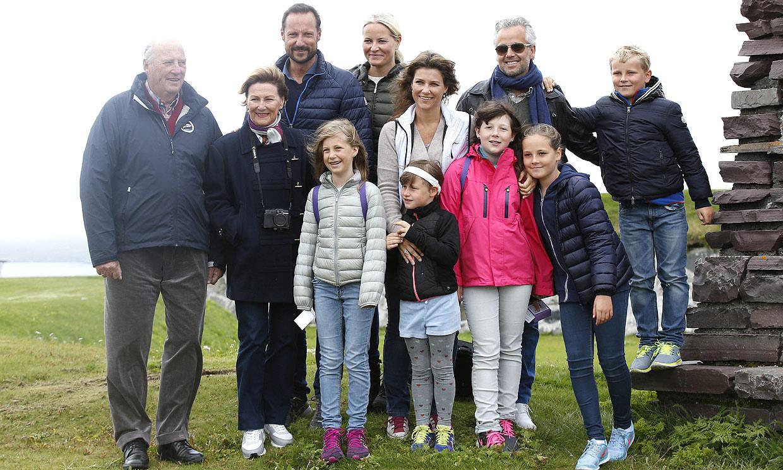 La relación de Ari Behn con la Familia Real noruega a través de sus obras