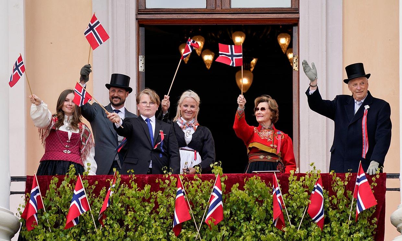 La Familia Real noruega celebra el Día Nacional sin baño de multitudes, pero con algunas sorpresas
