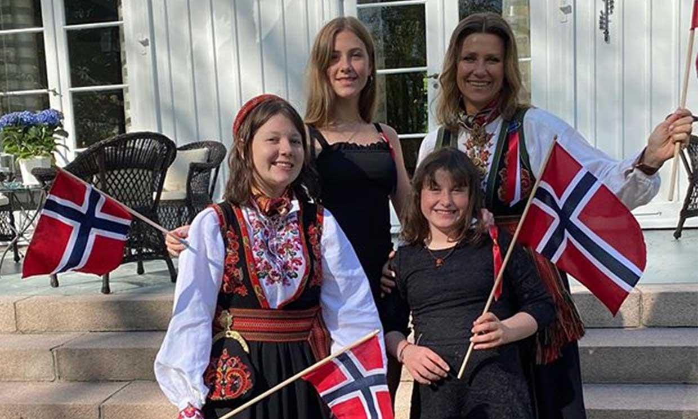 Marta Luisa de Noruega y sus hijas recuperan la sonrisa tras la muerte de Ari Behn