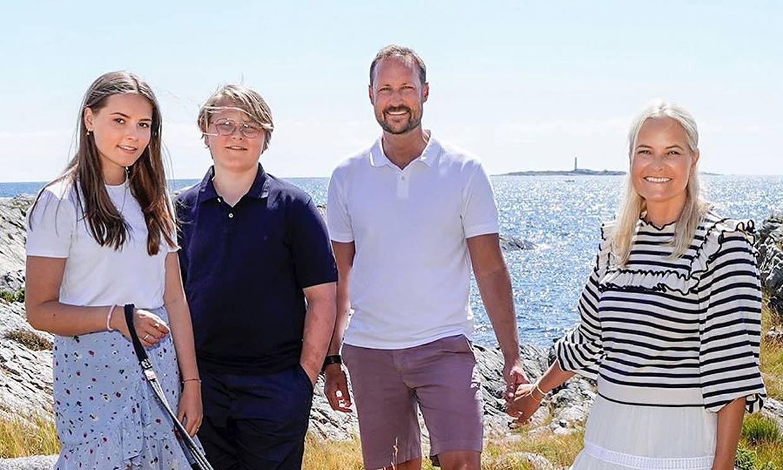En familia y con el mar de fondo: así inaugura el verano (y celebra su cumpleaños) Haakon de Noruega