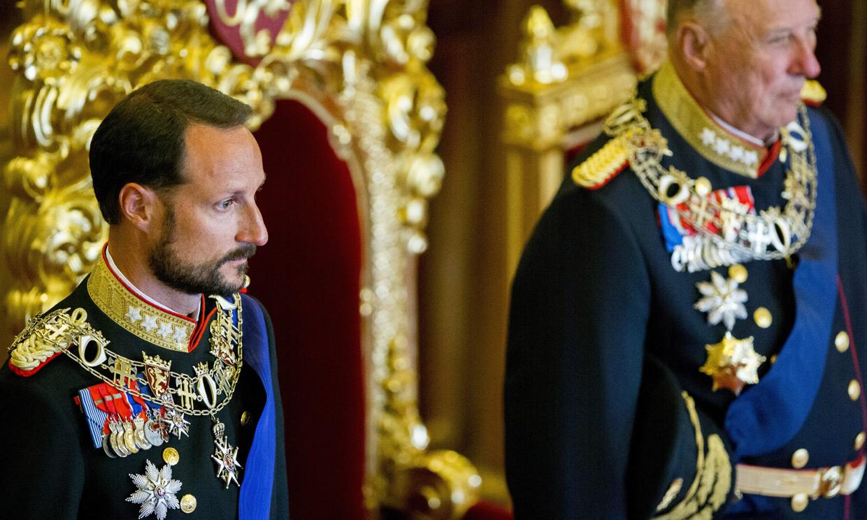 Haakon de Noruega asume una responsabilidad histórica mientras se amplía la baja de su padre