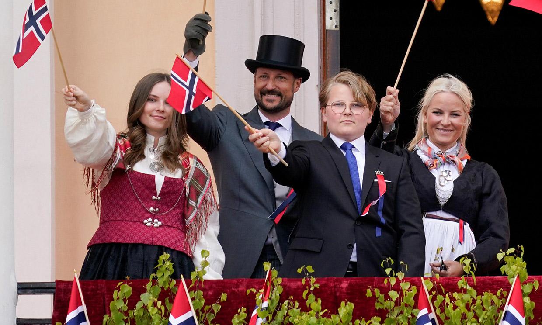 Haakon de Noruega y su familia encienden su tercera vela de Adviento y desean feliz Navidad