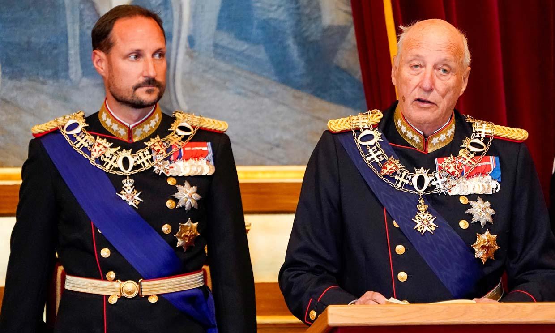 Harald de Noruega reaparece en el Parlamento tras la ausencia del año pasado