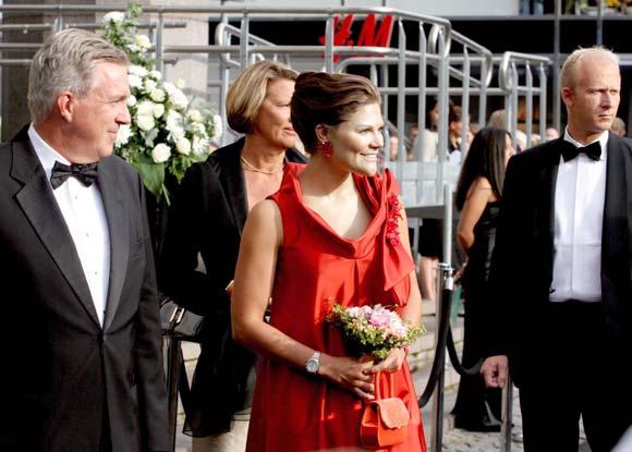Los Reyes de Suecia y la princesa Victoria vuelven al trabajo