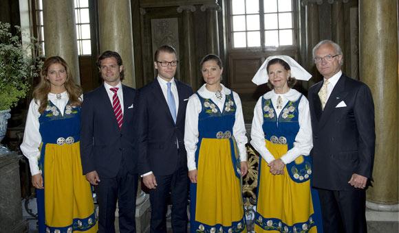 Carlos Gustavo XVI y Silvia - Página 17 Suecos1-a