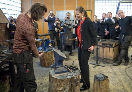 El martes, la visita continuó en Kramfors, donde los príncipes se acercaron a la