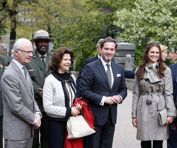 Felicitaciones de la familia a la princesa Magdalena y Chris O´Neill