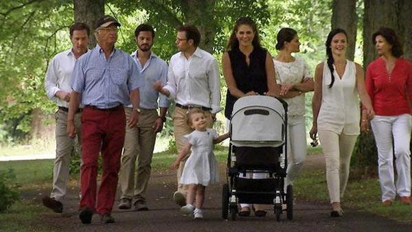 Toda la Familia Real sueca, por primera vez con Sofia Hellqvist, reunida en un entrañable día de campo para un excepcional posado