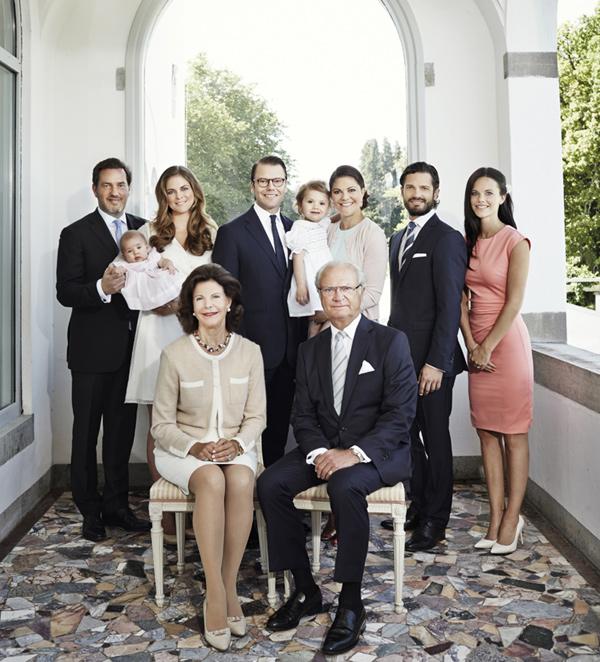 La Familia Real sueca felicita el Año Nuevo con las nuevas incorporaciones en una colorida fotografía en Solliden