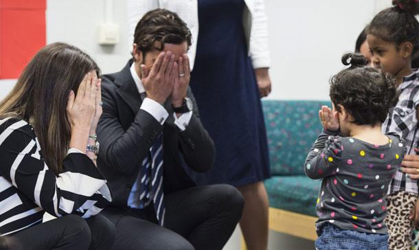 La princesa Sofia de Suecia despierta su instinto maternal en un centro de refugiados