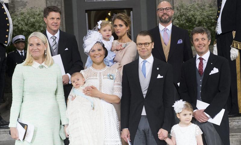 Las piruetas de Leonore, los 'achuchones' de Estelle... El 'otro' Bautizo Real de Oscar de Suecia