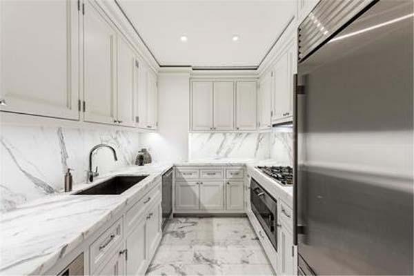 Magdalena de suecia vende su espectacular piso en nueva for Marmol blanco real