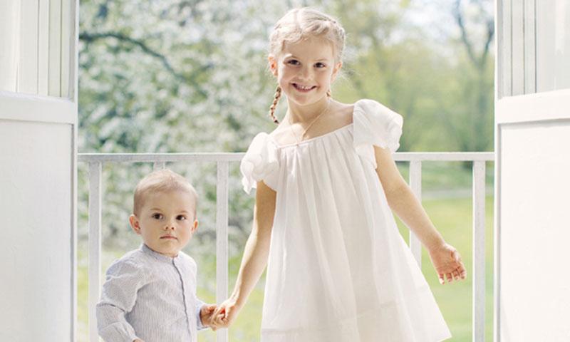 Las fotos más tiernas de Estelle y Oscar de Suecia para dar la bienvenida al verano