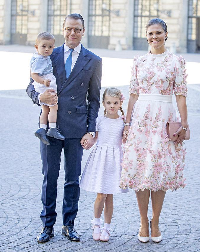Los más pequeños consiguen 'robarle' el protagonismo a Victoria de Suecia en su 40º cumpleaños