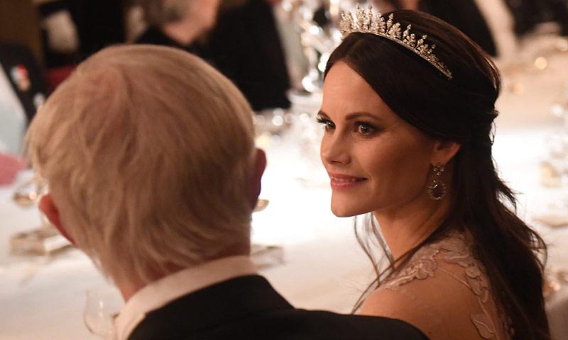 No decae el 'glamour' de Victoria y Sofia de Suecia en la última gala de los Nobel