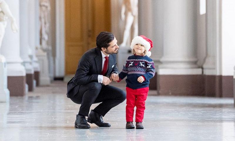 Alexander de Suecia, un pequeño Papá Noel que se une por primera vez a una tradición navideña