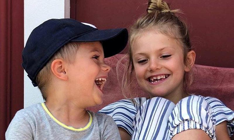 Victoria de Suecia abre el álbum familiar y muestra el lado más divertido de sus hijos