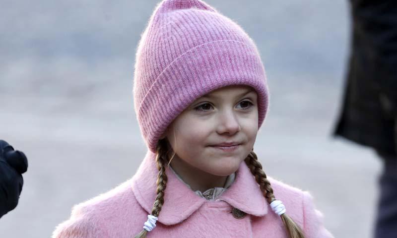 Estelle de Suecia se rompe una pierna mientras esquiaba con su familia en los Alpes