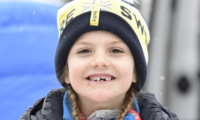 ¡No deja de saltar ni con muletas! Estelle de Suecia se apunta al último desafío de su familia