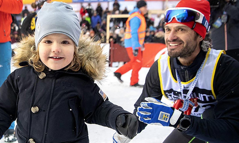 Los príncipes Alexander y Gabriel de Suecia reaparecen en las vacaciones blancas familiares