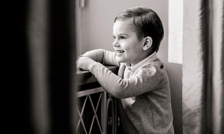Sonriente, pícaro y con su hermana: el posado de Oscar de Suecia para celebrar sus 4 añitos
