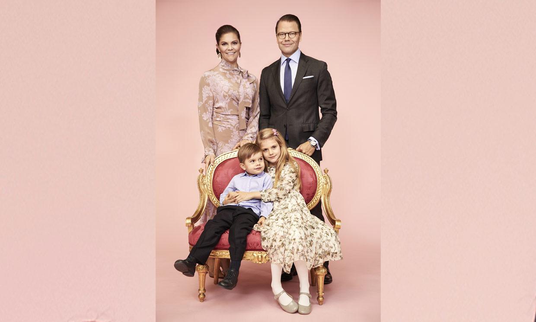 'La vie en rose': la nueva imagen 'secreta' de Victoria y Daniel de Suecia con sus hijos
