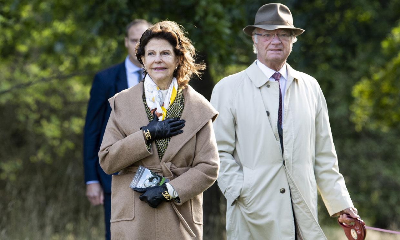 Un vecino 'amable' hizo la compra a los reyes de Suecia durante el confinamiento