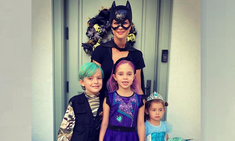 'Catwoman', una rockera... Magdalena de Suecia se disfraza con sus hijos