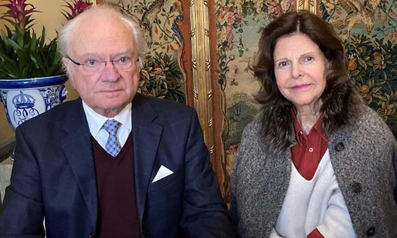 Silvia de Suecia reaparece junto a su familia tras romperse la muñeca
