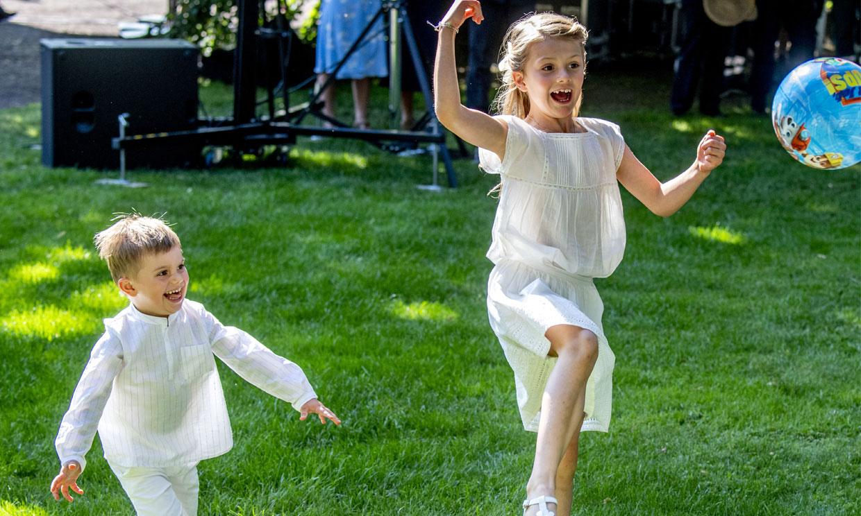 Estelle y Oscar de Suecia celebran sus propias 'olimpiadas' de verano y se lo pasan en grande