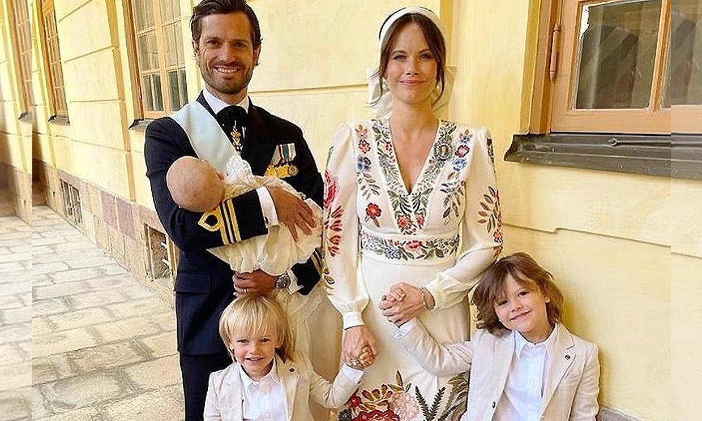 Carlos Felipe y Sofia de Suecia agradecen las felicitaciones por el bautizo de su hijo con un nuevo posado familiar