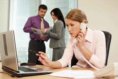 En el trabajo... ¡ojo con los hábitos posturales!
