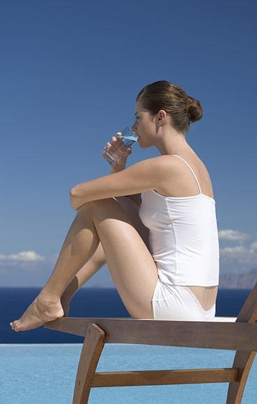 En verano, bebe agua, pero ¿qué cantidad?