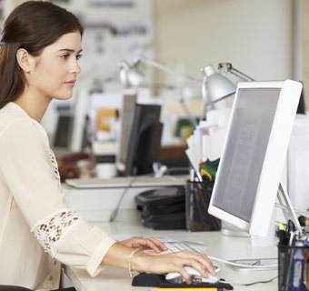 ¿Sufren tus ojos los efectos del uso diario del ordenador?